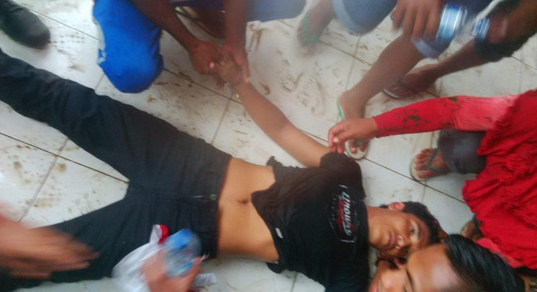 Demo di Morotai Ricuh, Seorang Massa Aksi Jatuh Pingsan