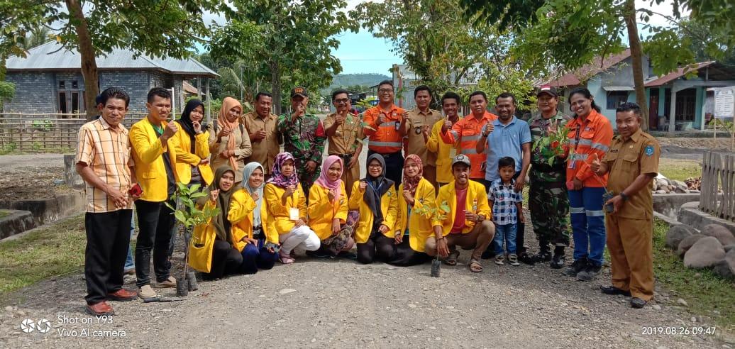 Mahasiswa Kubermas Unkhair bersama Pemdes Ngofabobawa Tanam 100 Pohon Rambutan Binjai