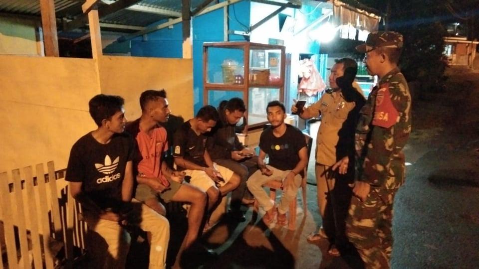 Wujudkan Kondusifitas Wilayah, Babinsa Bersinergi dengan Pemdes Guaemaadu Gelar Patroli Bersama