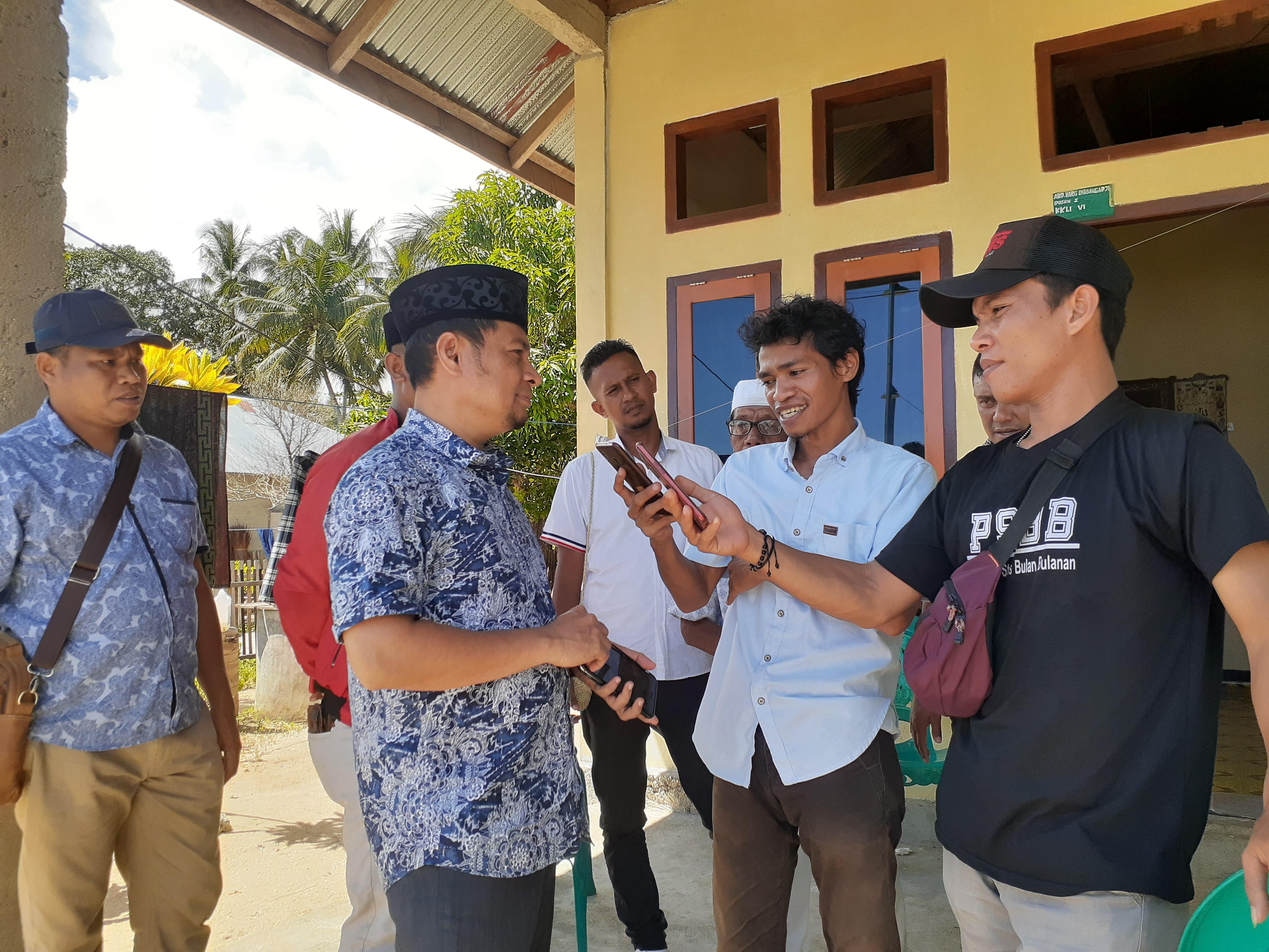 Zulfahri Duwila Luangkan Waktu Penuhi Undangan Warga di Pulau Mangoli