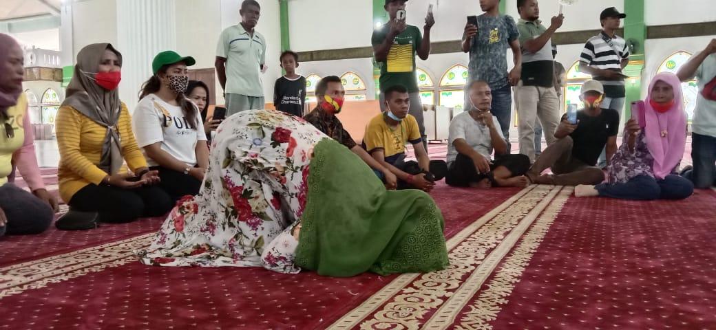 Ditetapkan Sebagai Pemenang Pilkada Kepsul, FAM-SAH Sujud Syukur di Masjid Agung Al-Istiqomah