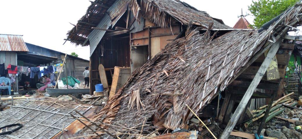 Puting Beliung Hantam Rumah Warga di Halbar hingga Rusak