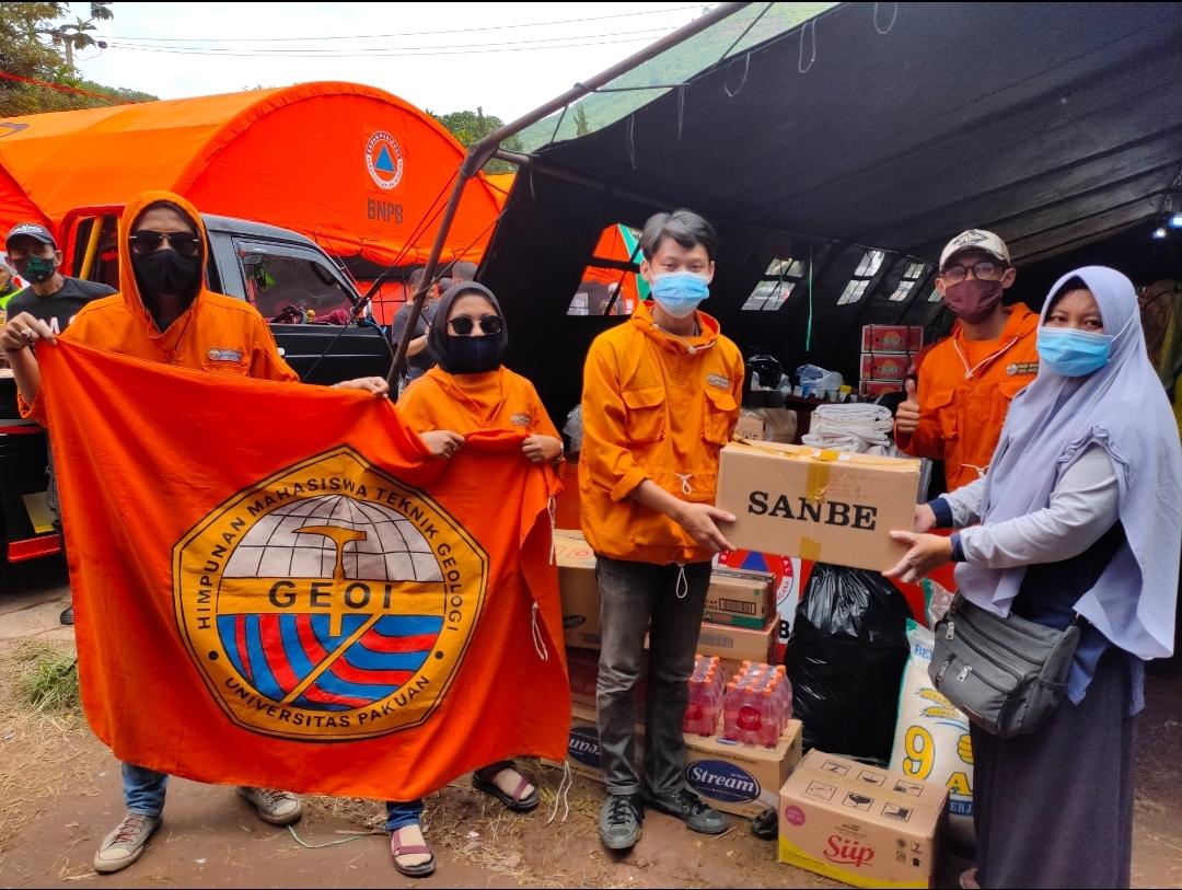 Mahasiswa Geologi Universitas Pakuan Salurkan Bantuan untuk Korban Longsor di Sumedang