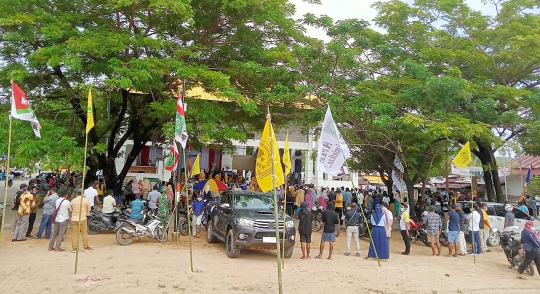 Massa Pendukung AMR Padati Acara Pelantikan Bupati dan Wabup Pulau Taliabu