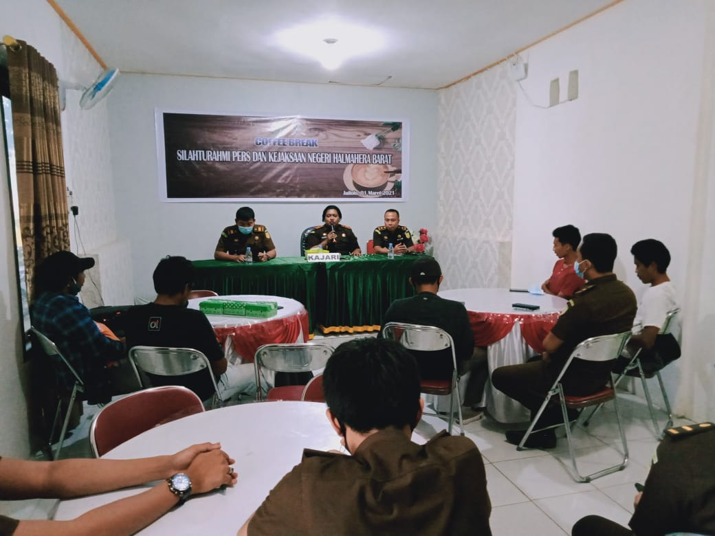 Jalin Silaturahmi, Kejari Halbar Gelar Coffee Break Bersama Insan Pers