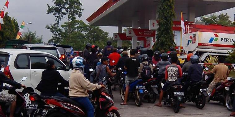 Stok BBM di Sula Terbatas, Antrian di SPBU jadi Berjam-jam