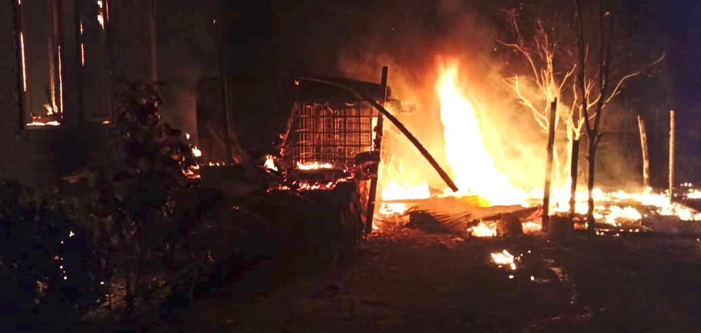 Tarkam di Halbar, Satu Rumah Warga dibakar Massa